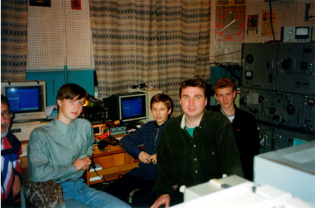 Some of the RZ1AWO club members who entered all paper logs into the computers for analysis: Boris UA1AAF (left edge), two unlicensed enthusiasts, Vlad RW1AC, Mikhail RA1ARJ (right).